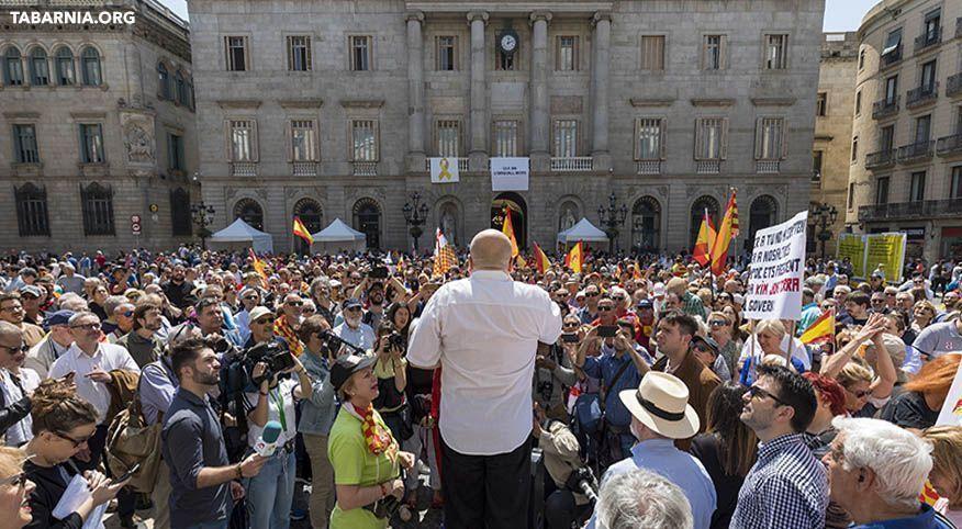 Plataforma por Tabarnia condenando el racismo y la xenofobia de Quim Torra en una concentración en Plaza Sant Jaume de Barcelona. Tabarnia.